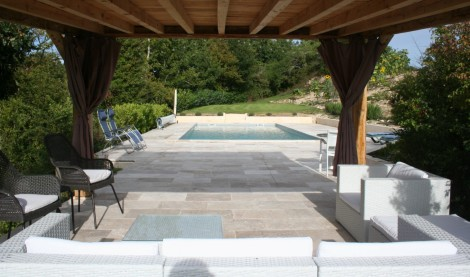 cropped-pool-and-pergola2.jpg